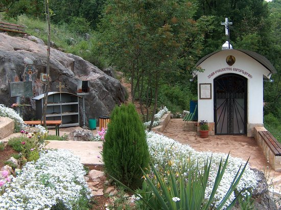 "Chaskowo, Bulgarien: A chapel ""Birth of the Blessed Virgin Mary"" near the holy place ""Virgin Mary's footprint"""