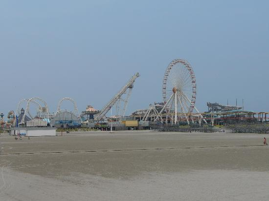 Morey's Piers and Beachfront Water Parks: Mariner's Pier with the Sea Serpent & Raging Waters