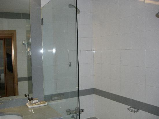 Riviera Hotel Carcavelos: Bathroom