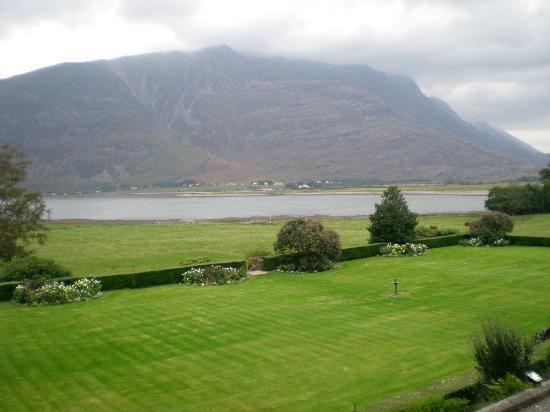 Torridon, UK: Gardens, Loch and Liathach mountain