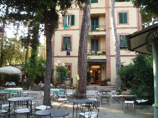 Villa Tiziana : What a beautiful building!