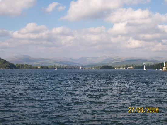 Abbot Hall Hotel: Cruising on Lake Windemere