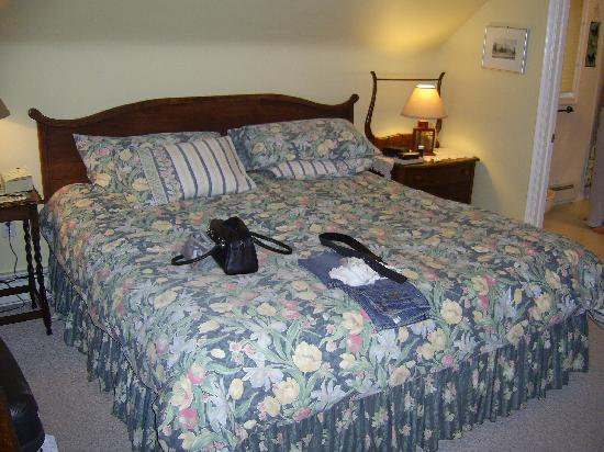 Mountain Home Bed and Breakfast: Huge comfortable bed