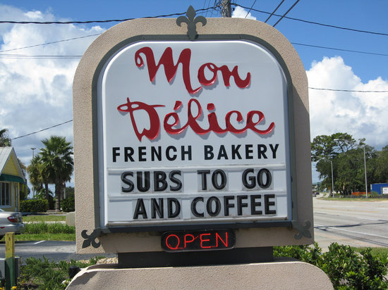 Mon Delice : Sign in front