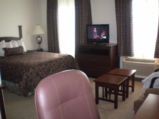 Staybridge Suites - Novi : pictures of my room