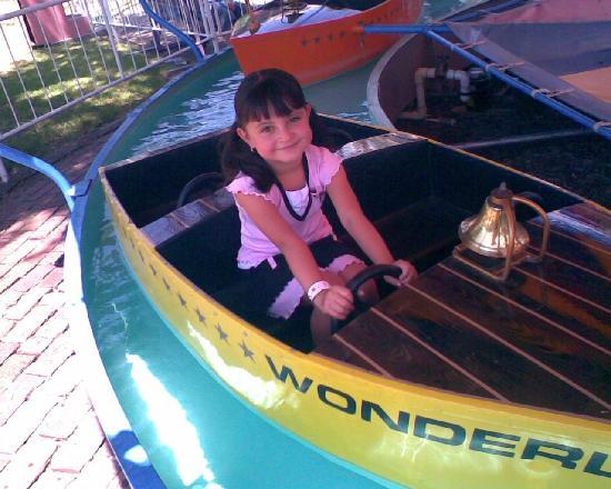 Wonderland Park: aqui les dejo una foto de mi hija disfrutando a lo grande el parque