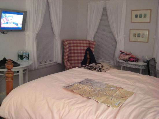 Arbor Cottage at Six Step Lane: Beachplum room at AC