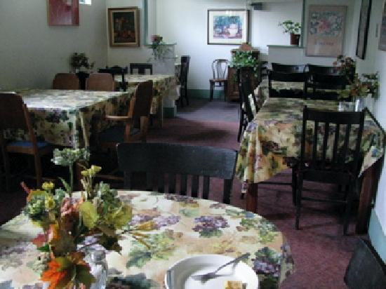 Lava Hot Springs Inn: the dining room