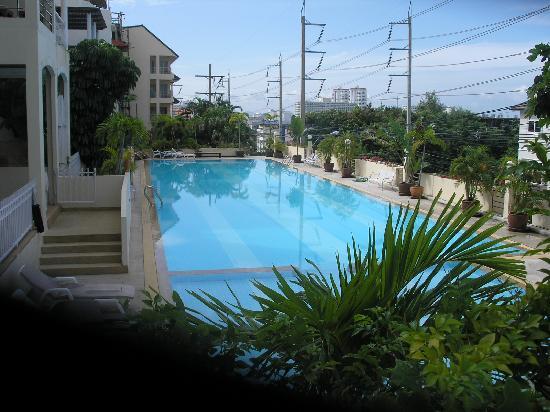 Argyle Apartments: Olympic size swimming pool