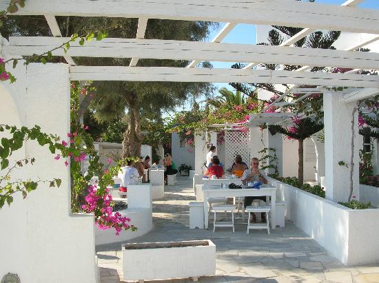 Thalassa Sea Side Resort & Suites: petit déjeuner au soleil