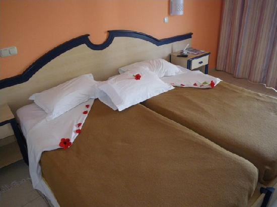 IBEROSTAR Mehari Djerba: Décoration des lits