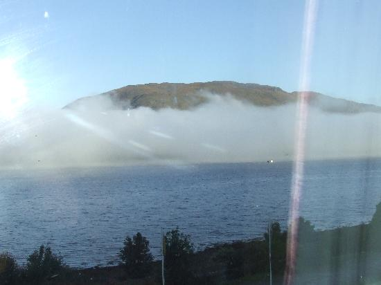 Croit Anna Hotel : the loch in the morning