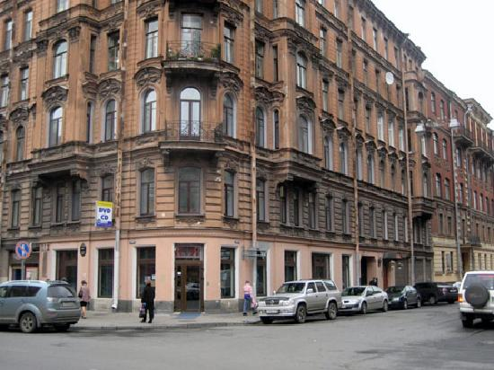 Hotel Nouvelle Europe : Hotel is on 2nd floor. (3rd for US and Russia)