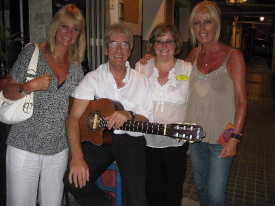 Restaurant El Guitarra: with sheila and peter at El Guitarra