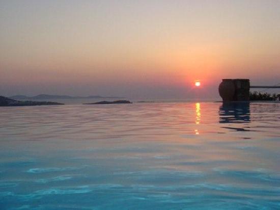 Vencia Hotel : Rim flow pool