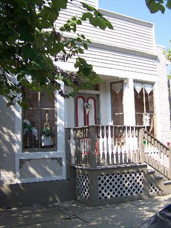 Abigail's Grape Leaf Bed & Breakfast, LLC: View from the street