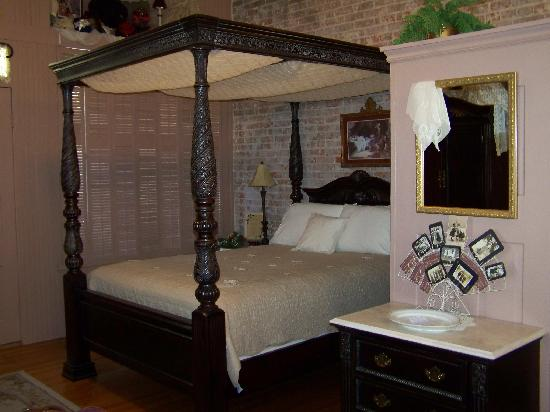 Abigail's Grape Leaf Bed & Breakfast, LLC: Beautiful Bed