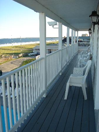 Sea View Motel: Porch