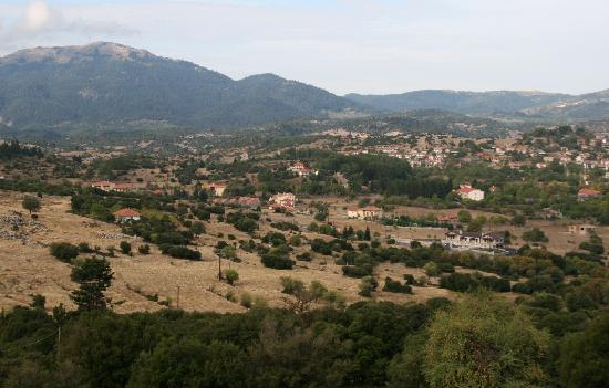 Vytina Mountain View Hotel: View from balcony to Vytina village