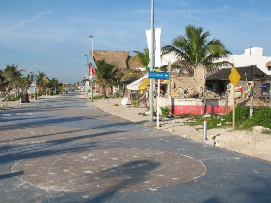 La Posada de los 40 Canones: View of Boardwalk south in Mahahual, Costa Maya