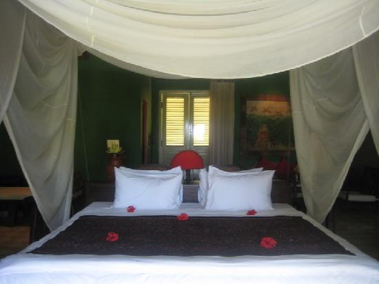 Hotel Tugu Lombok: Suspended canopy bed