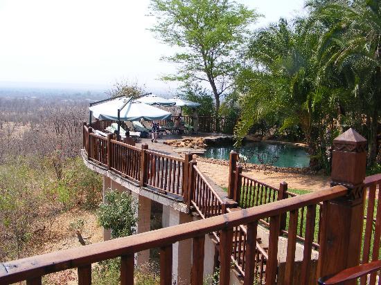 Victoria Falls Safari Lodge: Hotel pool overlooking watering hole