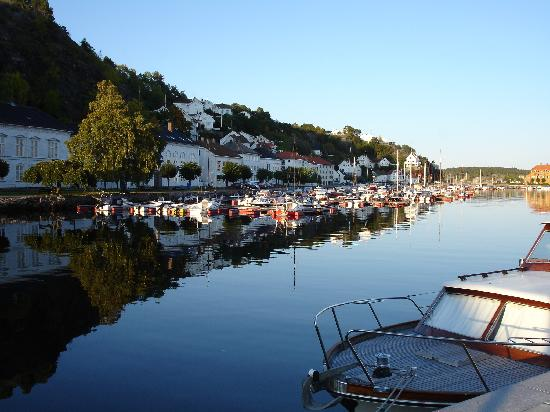 Det Lille Hotel: Risor Harbour approx 100m from Los Suite