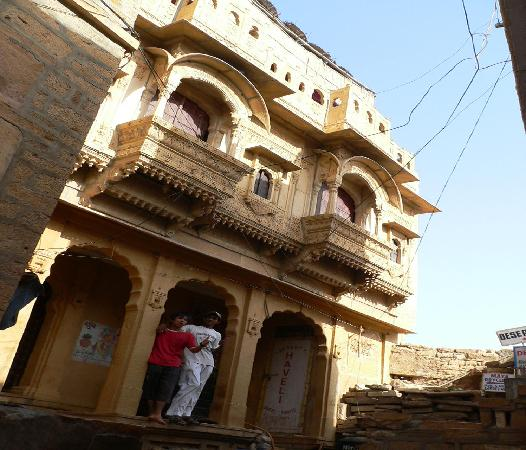 Jaisalmer Stone Elevation : The front elevation of haveli picture desert