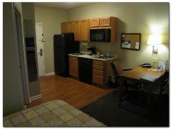 Candlewood Suites Clarksville : The compactness of the room is aparent