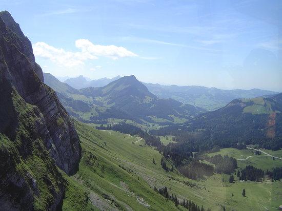 Canton of Appenzell, Switzerland: Mit der Schwebebahn hoch