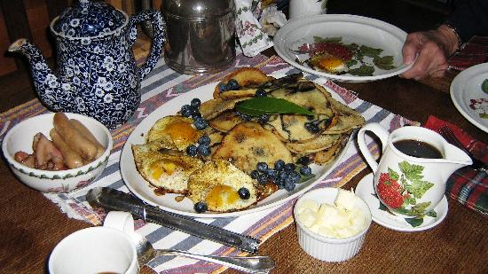 Country Cottage Bed & Breakfast: blueberry pancakes