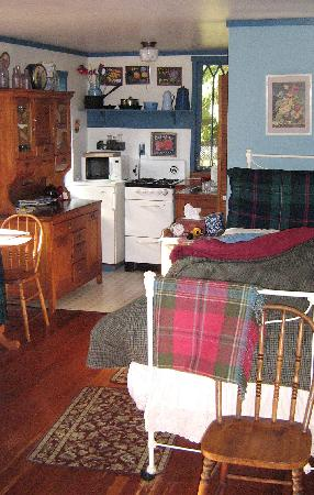 Country Cottage Bed & Breakfast: rose cottage inside