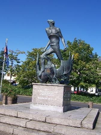 Murtagh's B&B: town square at crossmaglen