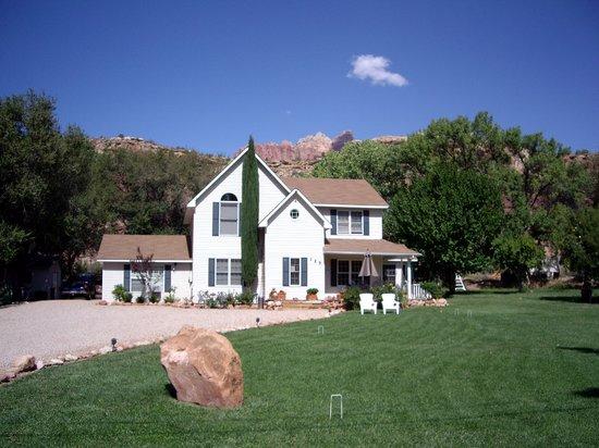 2 Cranes Inn - Zion: Rockville Rose B&B