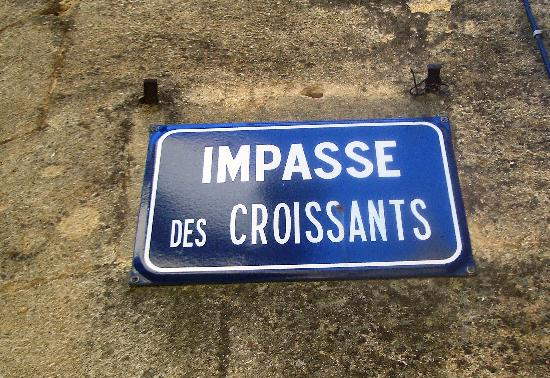 Hostellerie Le Castellas : A very French street in Collias!