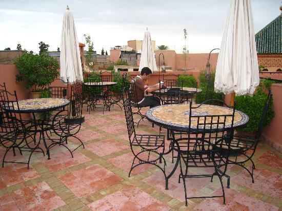 رياض الرمال: Une partie de la terrasse