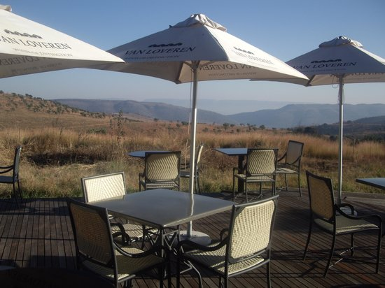 Maropeng Boutique Hotel: Outside dining seating area