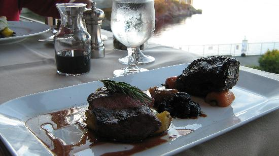 Blue Crab Seafood House: beef tenderloin and spare rib