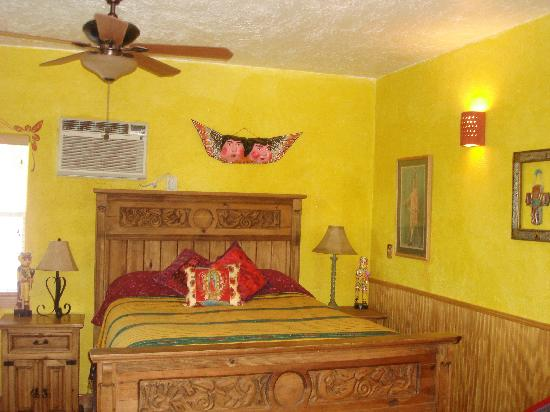 Lost Parrot Cabins: Our lovely cabin