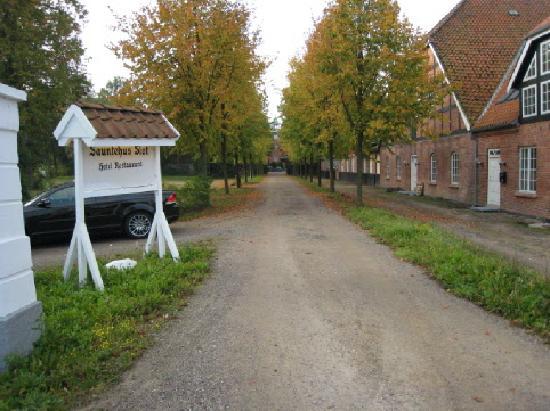 Hornbæk, Danmark: Entrance drive