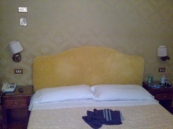 Hotel La Fenice Et Des Artistes: Una habitación de 4 estrellas...