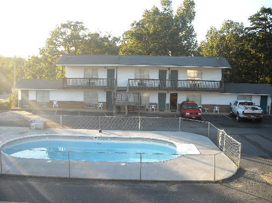 Royal Oak Inn : right side of motel