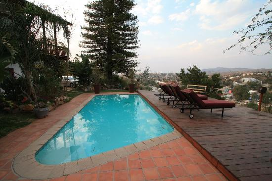 Hilltop Guesthouse: the pool