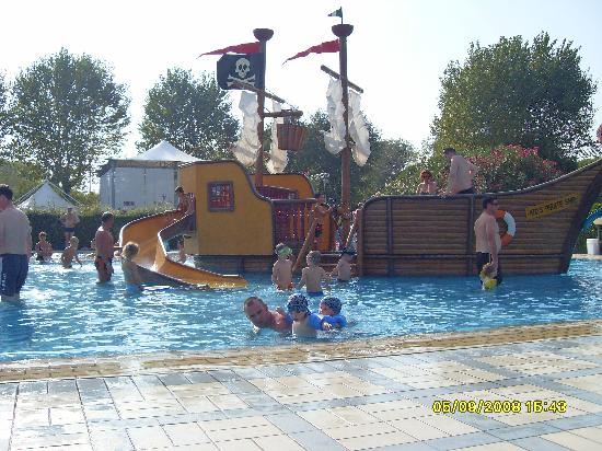 Cavallino-Treporti, Italien: Pirate ship in main pool