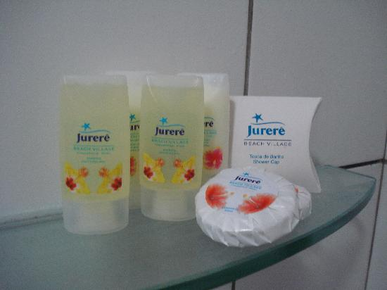 Jurerê Beach Village: Amenities in bathroom