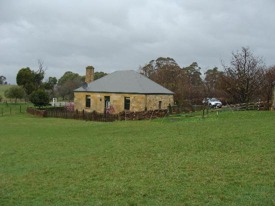 Blackwood Park Cottages Mole Creek: Heritage Cottage from Rear