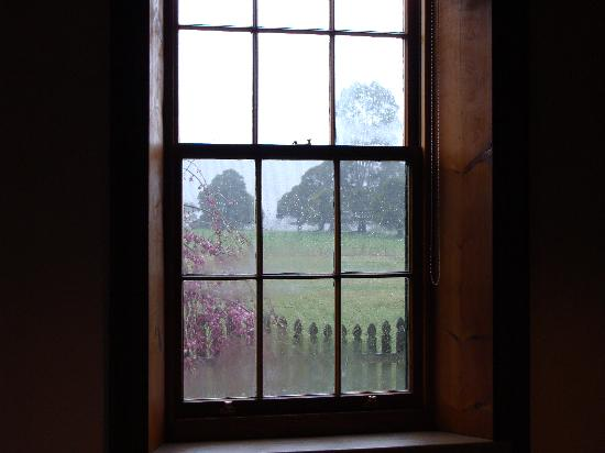 Blackwood Park Cottages Mole Creek: Heritage Cottage - View from Bedroom Window