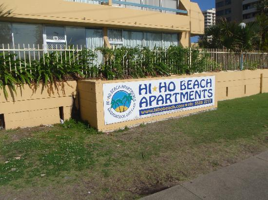 Hi Ho Beach Apartments: Entrance way