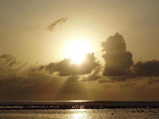 سينامون دونفيلي جزر المالديف: le lever du soleil vers 6h du matin.
