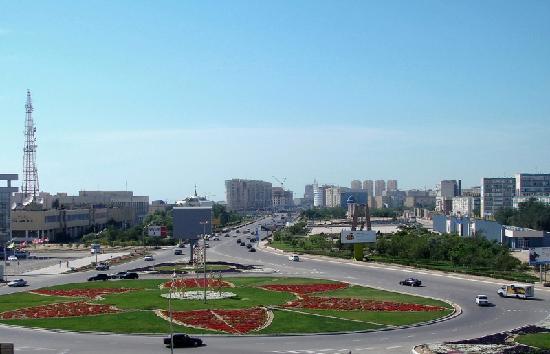 Aktau, Kasachstan: Yntymak square